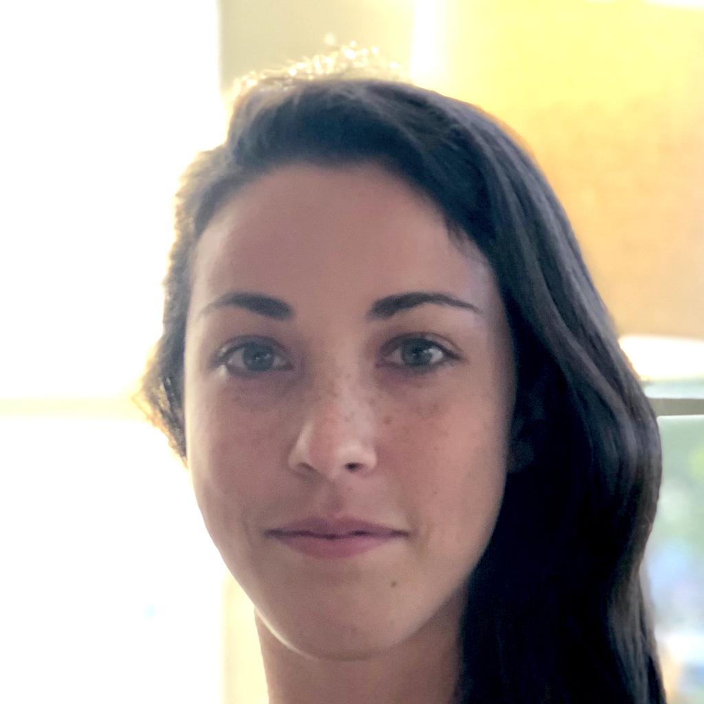 Theresa Burnham headshot